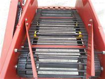 拖拉机牵引土豆收割机