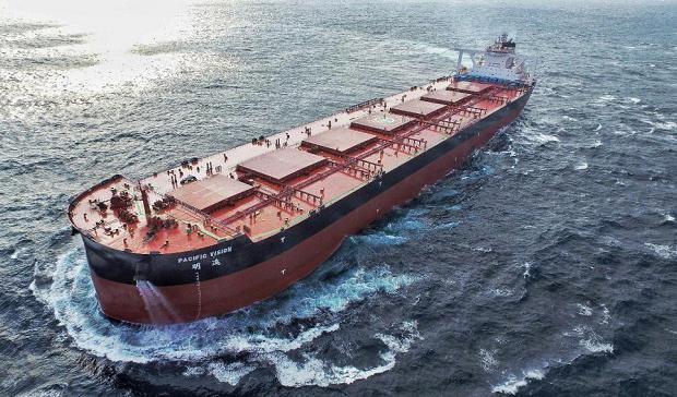 """全球首艘40万吨智能超大型矿砂船""""明远""""号顺利交付"""